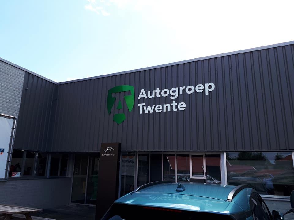 freesletters, gevelreclame, contour gesneden, dibond, afstandnokken, Auto Groep Twente, Vriezenveen, AS Paint