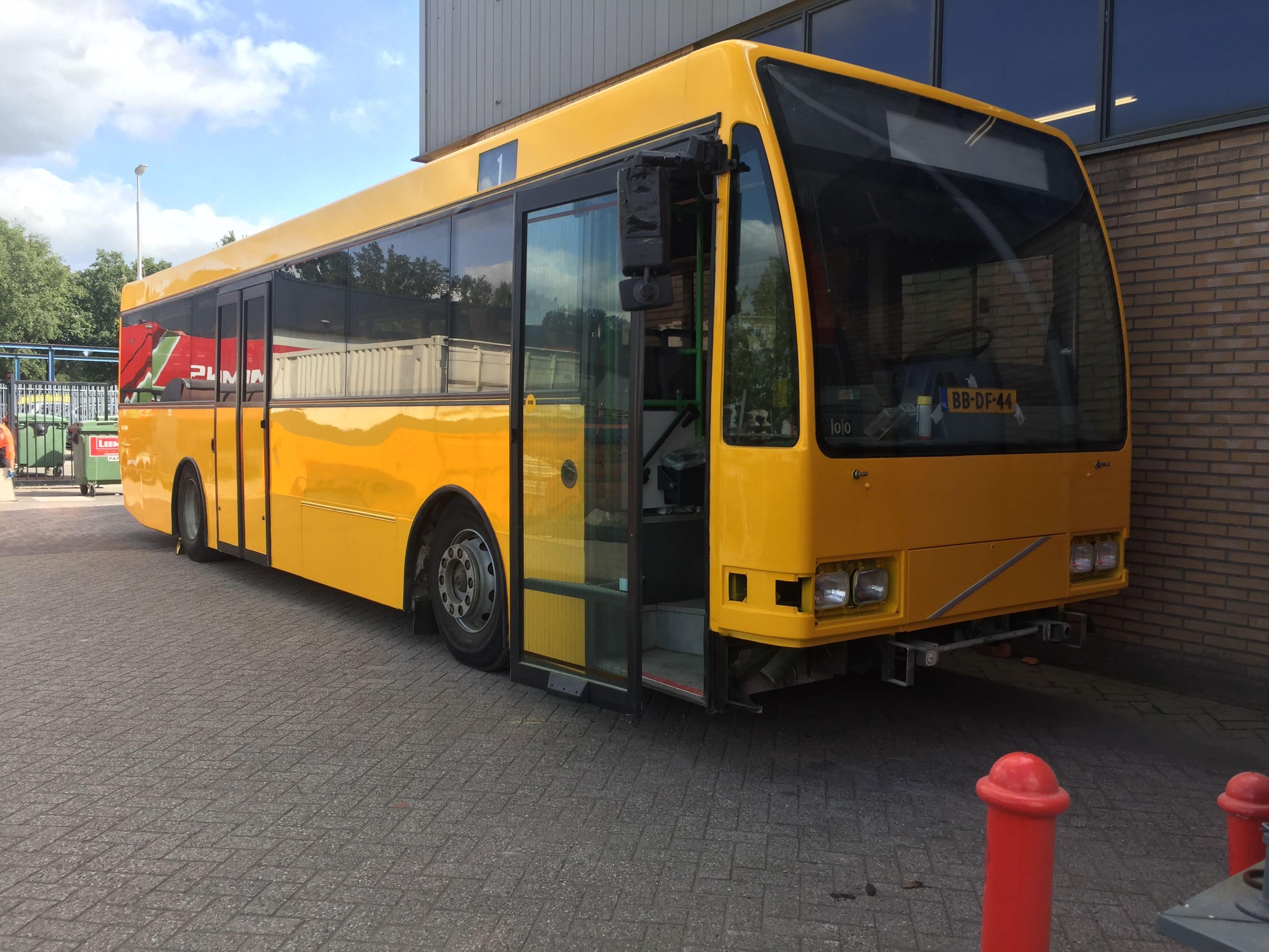 Spuiten, natlak, spuiterij, Volvo, VAD, paint, verf, AS Paint, Stichting Veteraan Autobussen,